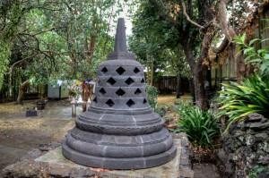 The_Vihara_Stupa_2_-300x199
